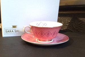 限定色のピンクは、白と金のスペシャルボックスに入って、現在残り5個!