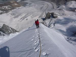 Auf den Firngrat kurz unter dem Gipfel