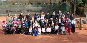 Die Kids des 3. Dillinger Ostercamps mit ihren Trainern und Betreuern. Alle Bilder in der Galerie 2013