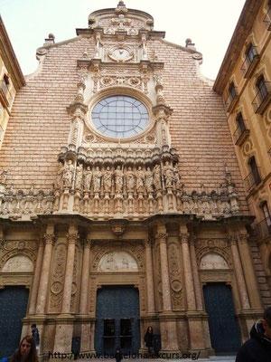 Монастырь Монтсеррат - фасад базилики