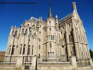 Епископский дворец в Асторге (А. Гауди)