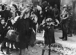 Aufstand im Warschauer Ghetto, Mai 1943, jüdische  Zivilbevölkerung mit Gewalt aus einem Bunker geholt - Aus dem Bericht von Jürgen Stroop an Heinrich Himmler