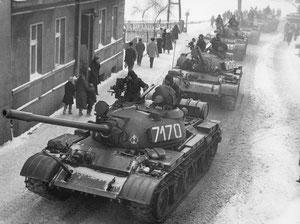 Kriegszustand in Polen, 13 Dezember 1981.    Panzer auf den Strassen.