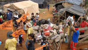 Guaraníes, expulsados de sus tierras viven junto a carreteras en la pobreza más absoluta. © CIMI/Survival