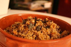 Quinoa and red lentils with radicchio and crispy nori algae