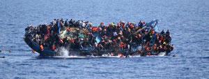 5.あふれんばかりの難民船