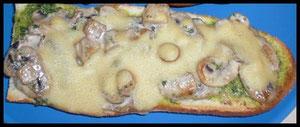 Champignonbaguette mit Hefeschmelz überbacken