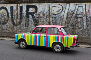Trabi trifft Berliner Mauer