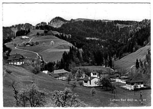 Luthern Bad, Postkarte, Sicht Vorbad zum Niederenzi, mit neuer und alter Wallfahrtskirche 1951, Foto A. Peter Luthernbad  (LB 20)