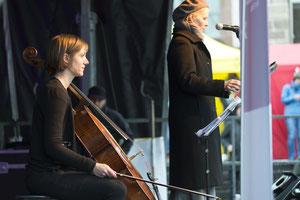 Ellen Fallowfield, Cello, und Ursina Greuel zu Beginn des Auftritts.       Foto R. Flury