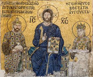Byzantinisches Kaiserpaar neben dem Pantokrator Christus in der Hagia Sophia