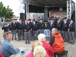 Singen  Sept. 2013 anlässlich der Traditionsregatta in Kiel