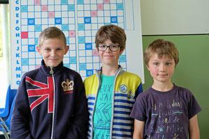 Théo, Antoine-Jean, Thimotée (de gauche à droite)
