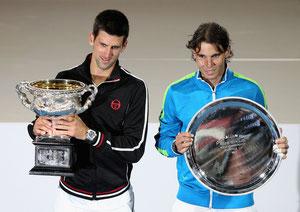 Новак Джокович и Рафаэль Надаль с трофеями после финала-легенды на Australian Open        Фото: Getty Images