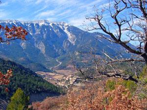 Le Mont-Ventoux et le village de Brantes