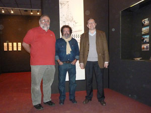 Bernard Vernochet devant ses oeuvres à la Halle au blé de Granville, avec Jean-Marc Julienne, conseiller général, et avec moi