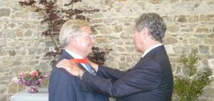 Jean-Louis Debré décore Yves Michel