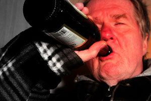 Alkoholismus_Foto_© by Gerd Altmann_pixelio.de