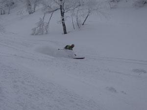 大倉谷(めったに自分の滑っている写真がないのでM君の写真をお借りしました)