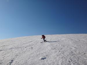 平ヶ岳山頂から滑る