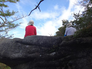オウム岩で休憩