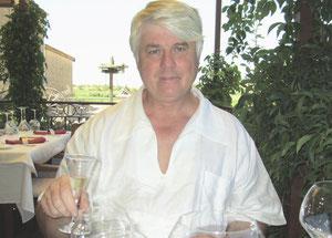 Dans le verre, du muscat de Saint-Jean de Minervois