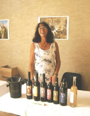 Christine Civale devant sa cuvée + La Loute