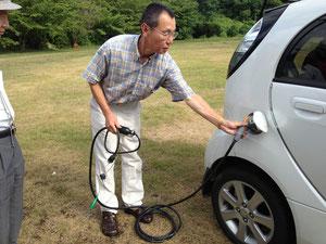 電気自動車(i-MiEV)を体験中