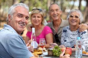 Das waren noch Zeiten, als man unbeschwert alles essen konnte, was einem schmeckte! Mit schlecht sitzenden Prothesen ist das oft nicht mehr möglich. © auremar - Fotolia.com