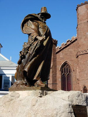 Statue of Roger Conant in front of the Witch Museum