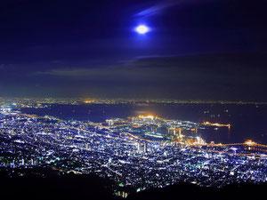 みなと神戸の山から見下ろす夜景写真