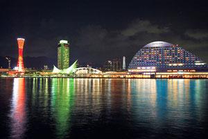 みなと神戸海から眺めた夜景写真