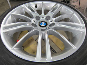 BMW350Mの純正ホイールのガリ傷・すり傷・欠けのリペア(修理・修復・再生)後のホイールの写真