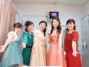 左から「柳川」「伊藤加奈さん」「高橋早都子さん」「山下玲さん」「東和美さん」