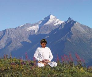 Carlo Zorzi, in meditazione sulle cime del Gran Paradiso, si prepara per il Campionato Europeo - clicca per ingrandire
