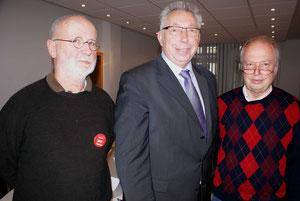 Wilfried Arendmeyer(lk) und Horst Franke (re) hatten MdB Klaus Brandner zur Diskussion mit der AG 60 Plus der SPD in OWL eingeladen