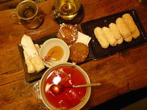 五味子茶(オミジャチャ)と伝統餅菓子