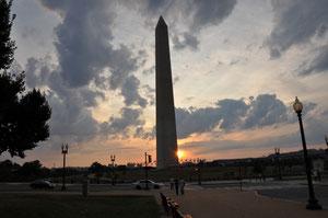 Foto del giorno: tramonto sul Washington Memorial