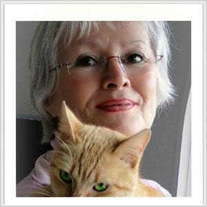 Birgitta Kuhlmey im Februar 2012 mit einer ausgesetzten Katze