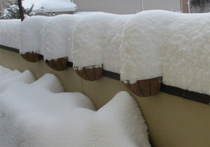 朝起きたら2階ベランダが大雪オブジェ!