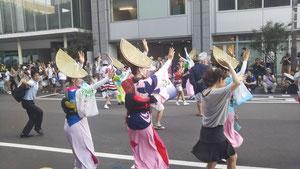 8月6日市役所前 仙台ラジオシティ(仮称)の四国応援の阿波おどり