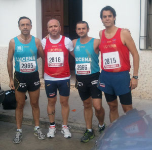 Atletas lucentinos participantes en la Media Maratón de la Carlota.