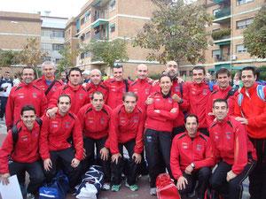 MÁS FOTOS. Parte de atletas del Club Maratón Lucena, participantes en la Media Maratón de Córdoba.