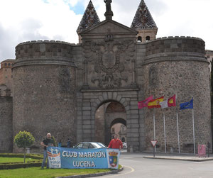 Francisco Buendía y Dani Zamorano a las puertas de Toledo.MÁS FOTOS