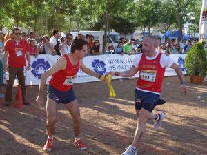 Juan Valera, ganador del ranking 2012 a la derecha, entrega el testigo a Manuel Lara Buendía.