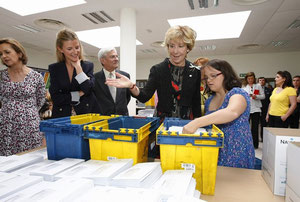 Esperanza Aguirre visita la Fundación Prodis