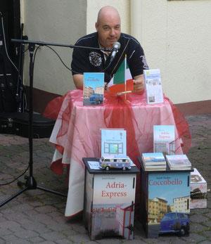 """Gerrit Fischer stellte im Eiscafé Venezia sein Buch """"Coccobello"""" vor"""
