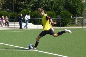 Setzte mit dem 4:4 den Schlusspunkt: Fabian Kreisel im Spiel der A-Jugend an der Pelmanstraße. - Foto: mal.