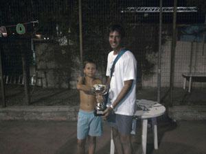 Pietro Russo premiato come vincitore del II Stage Baia di Calipso dal presidente del Messina Table Soccer Gianluca Giliberto