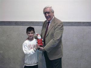 Claudio La Torre premiato dal presidente onorario del Messina Table Soccer Salvatore Giliberto